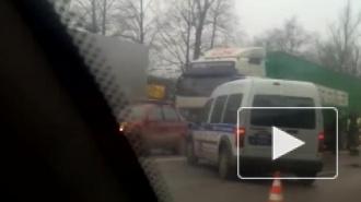Две аварии на Московском шоссе: автовоз улетел в кювет, водитель погиб
