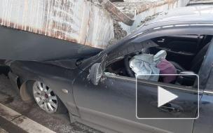На Рублевском шоссе бетонная балка рухнула на легковушку