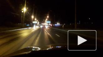 Видео: ночью легковушки столкнулись с фурой на проспекте Энгельса